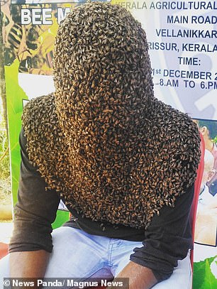 شاب هندى يغطى رأسه بـ 60 ألف نحله (3)