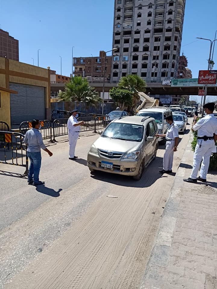 حملات على سيارات النقل لمتابعة التزام المواطنين بارتداء الكمامات  (5)