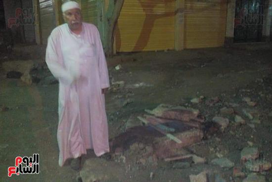 بلوعات صرف صحي مفتوحة تنذر بكارثة بشوارع المحلة (2)