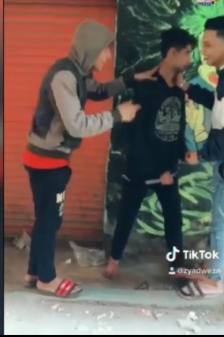 لقطات من فيديو الاعتداء على الشاب