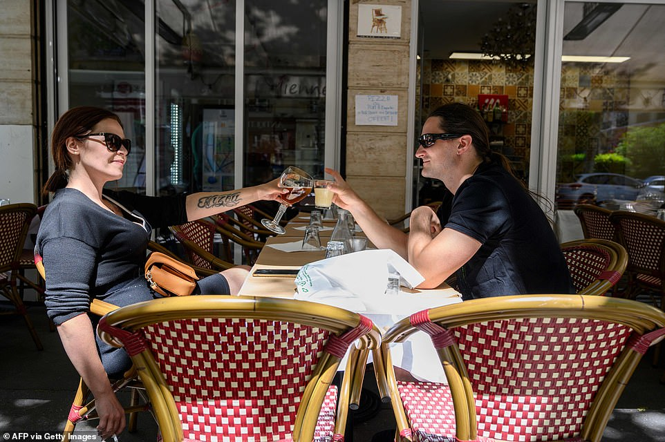 29115844-8379491-Two_people_have_a_drink_at_the_terrace_of_cafe_restaurant_in_Par-a-21_1591096943639
