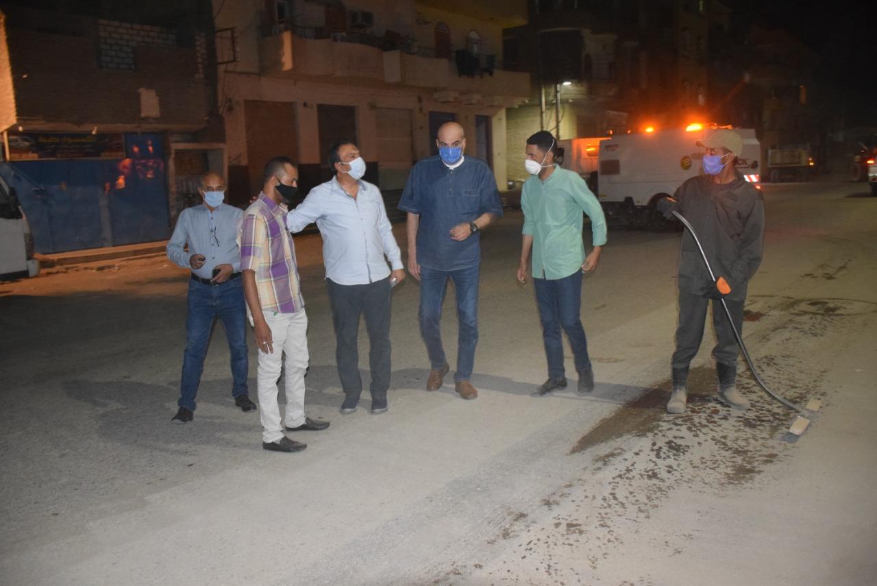سكرتير محافظة الأقصر يقود جولة ليلية لمتابعة حملات النظافة الشاملة