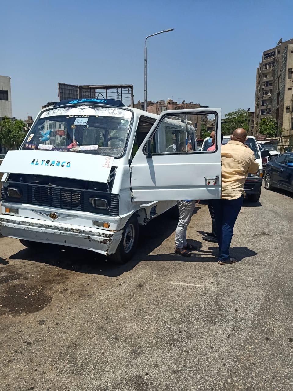 حملات على سيارات السيرفيس لمتابعة التزام ارتداء الكمامات (3)