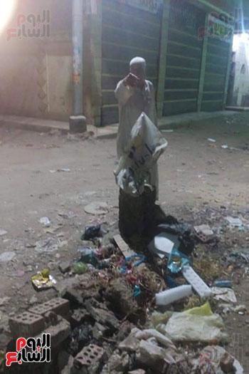بلوعات صرف صحي مفتوحة تنذر بكارثة بشوارع المحلة (4)