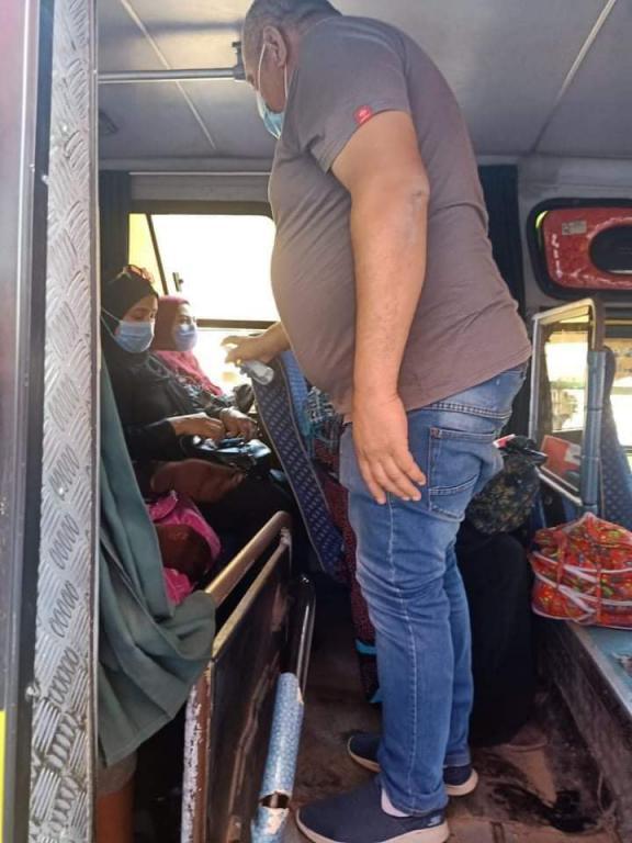 حملات بالجيزة على سيارات السيرفيس لمتابعة ارتداء الكمامات (3)