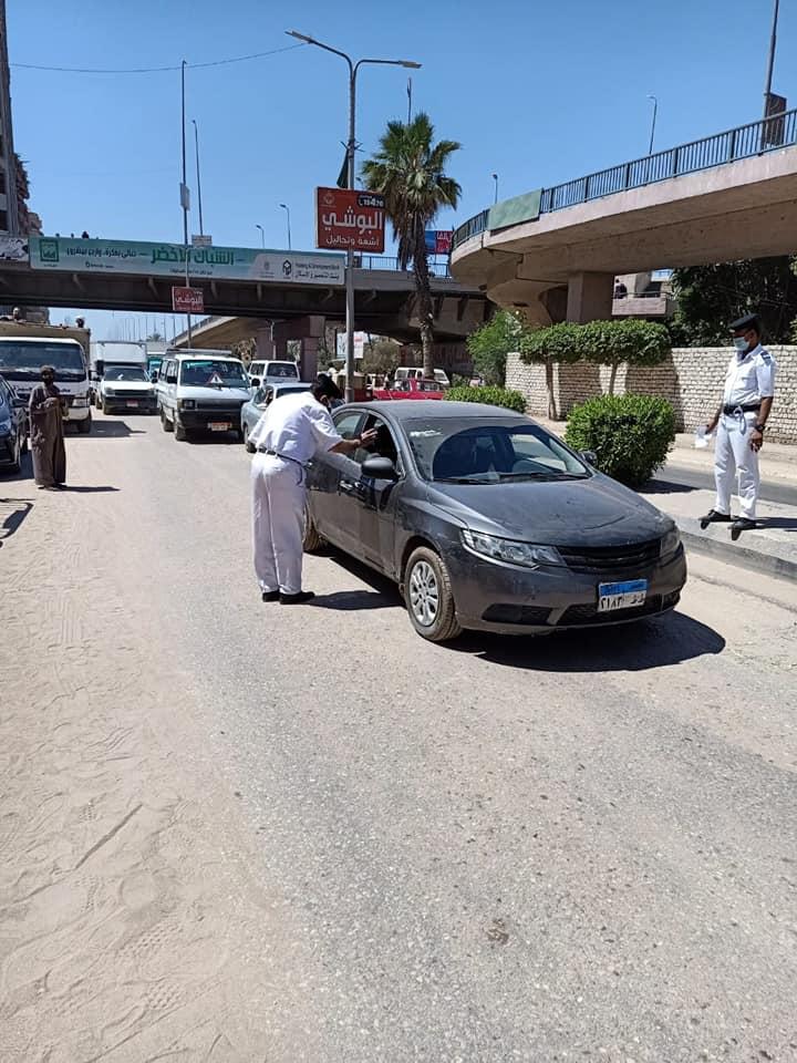 حملات على سيارات النقل لمتابعة التزام المواطنين بارتداء الكمامات  (3)
