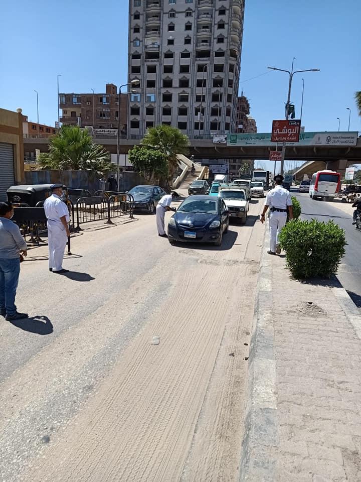 حملات على سيارات النقل لمتابعة التزام المواطنين بارتداء الكمامات  (1)