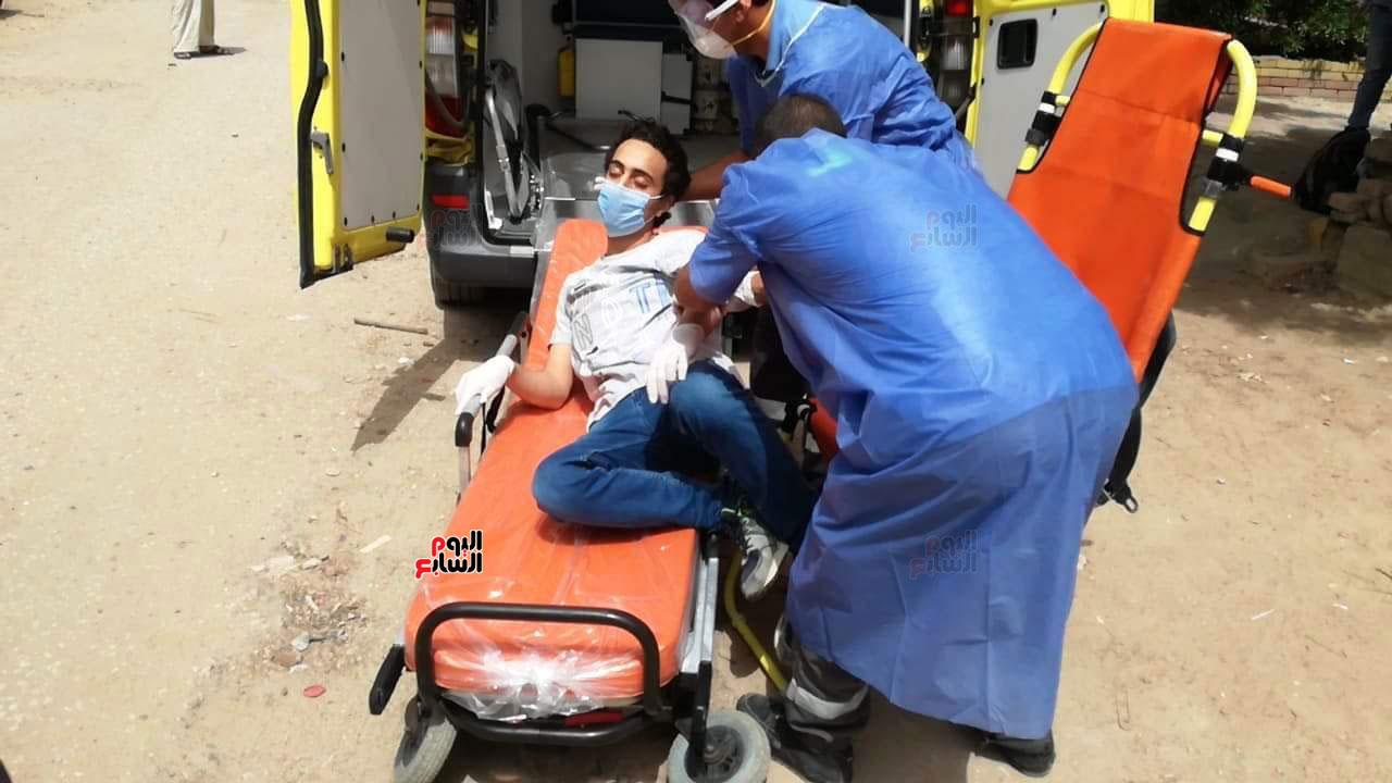 نقل طالب لمستشفى العزل للاشتباه فى إصابته بكورونا (7)