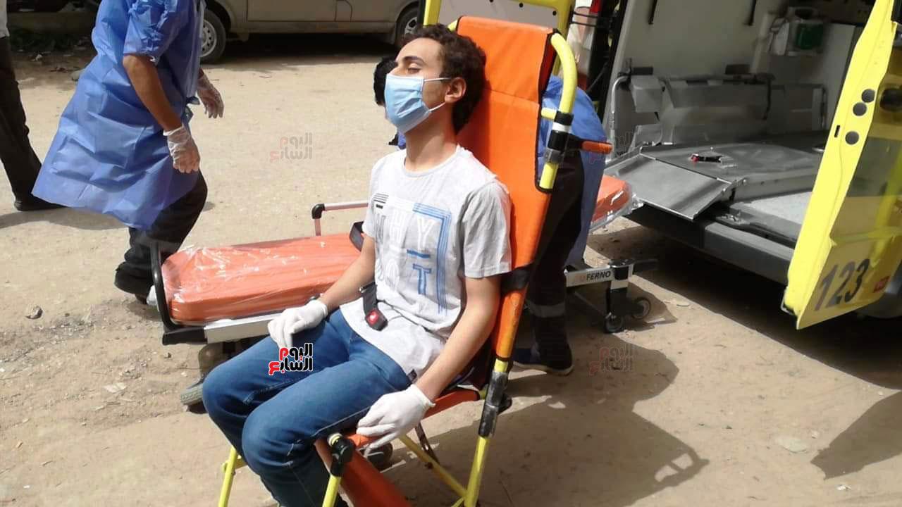 نقل طالب لمستشفى العزل للاشتباه فى إصابته بكورونا (1)