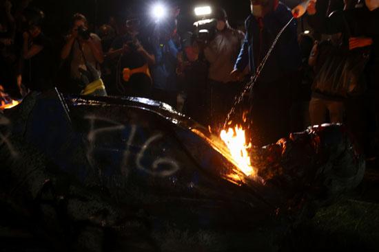 النيران تشتعل فى تمثال الجنرال  ألبرت بايك