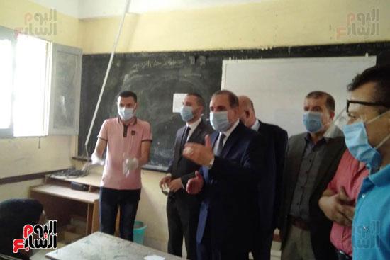 محافظ كفر الشيخ يتابع لجان الثانوية العامة ويشدد على تطبيق الإجراءات (2)