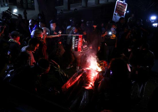 النيران تندلع فى  تمثال الجنرال  ألبرت بايك