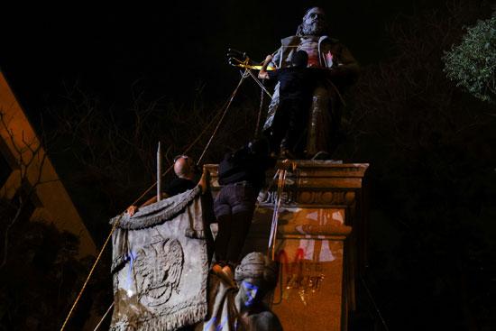 محاولات اسقاط تمثال الجنرال الكونفدرالى ألبرت بايك