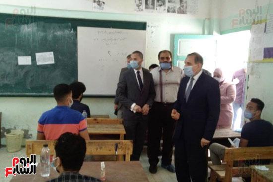 محافظ كفر الشيخ يتابع لجان الثانوية العامة ويشدد على تطبيق الإجراءات (4)