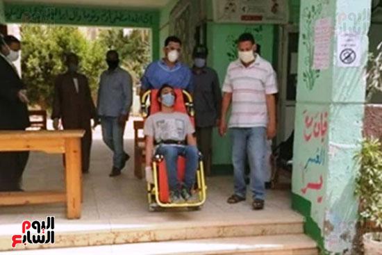 نقل طالب لمستشفى العزل للاشتباه فى إصابته بكورونا (2)