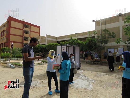 طلاب الثانوية العامة (3)