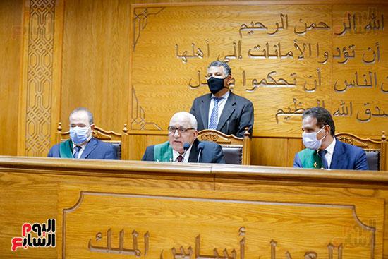 المستشار محمد السعيد الشربينى واعضاء المحكمة