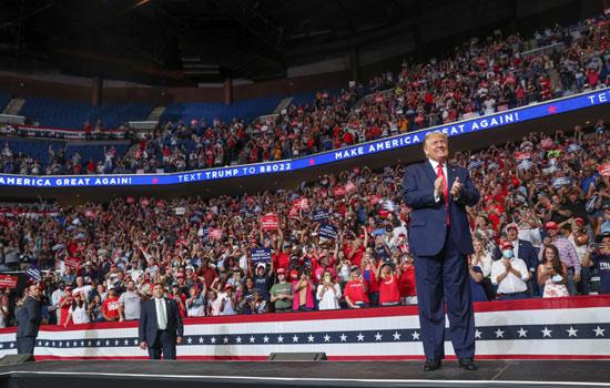 الرئيس الامريكى دونالد ترامب بالصالة المغطاة بتولسا