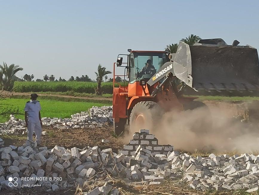 إزالة تعديات على الاراضي الزراعيةبكوم امبو   (8)