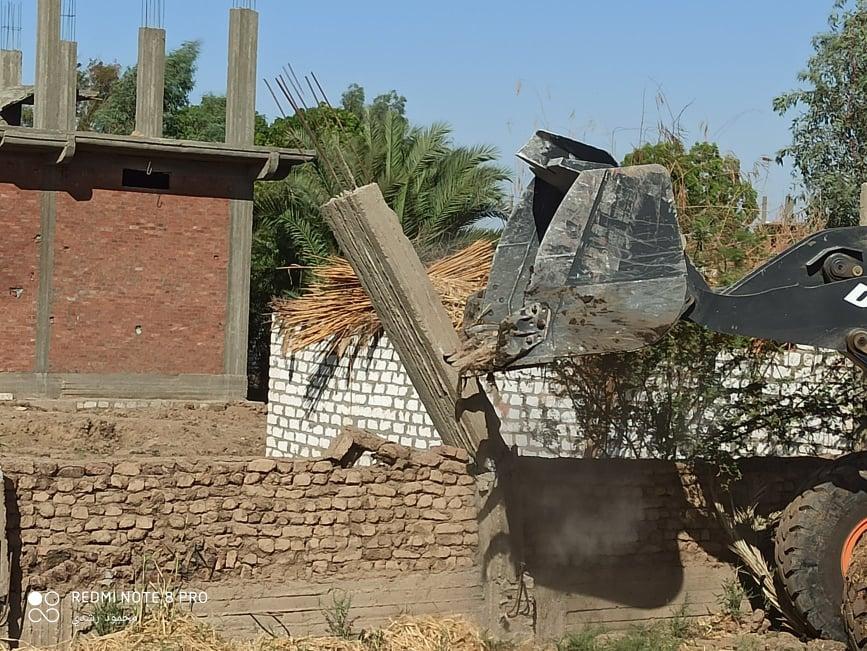 إزالة تعديات على الاراضي الزراعيةبكوم امبو   (1)