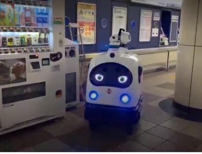 الانسان الالى في محطة طوكيو