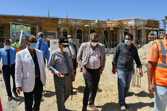 الفريق أسامة ربيع يتفقد مشروع متحف قناة السويس  (9)