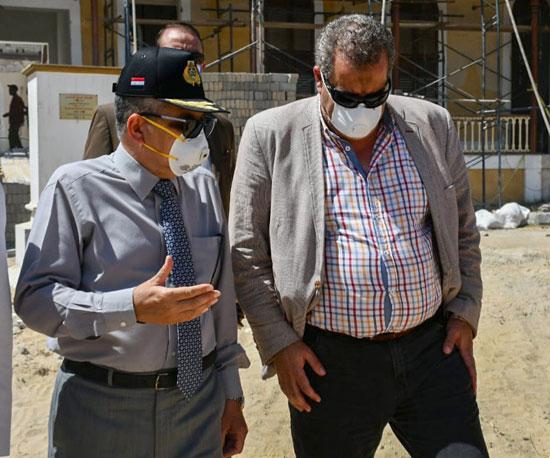 الفريق أسامة ربيع يتفقد مشروع متحف قناة السويس  (7)