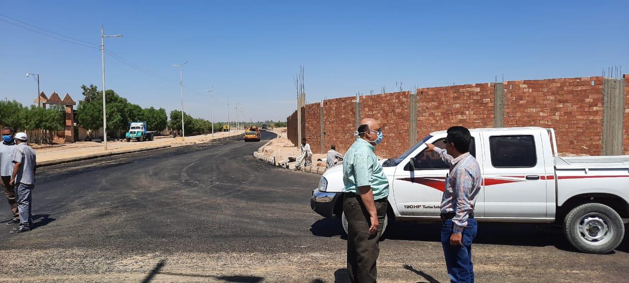 سكرتير مساعد الأقصر يقود جولة لمتابعة العمل داخل منطقة البغدادي الصناعية (1)