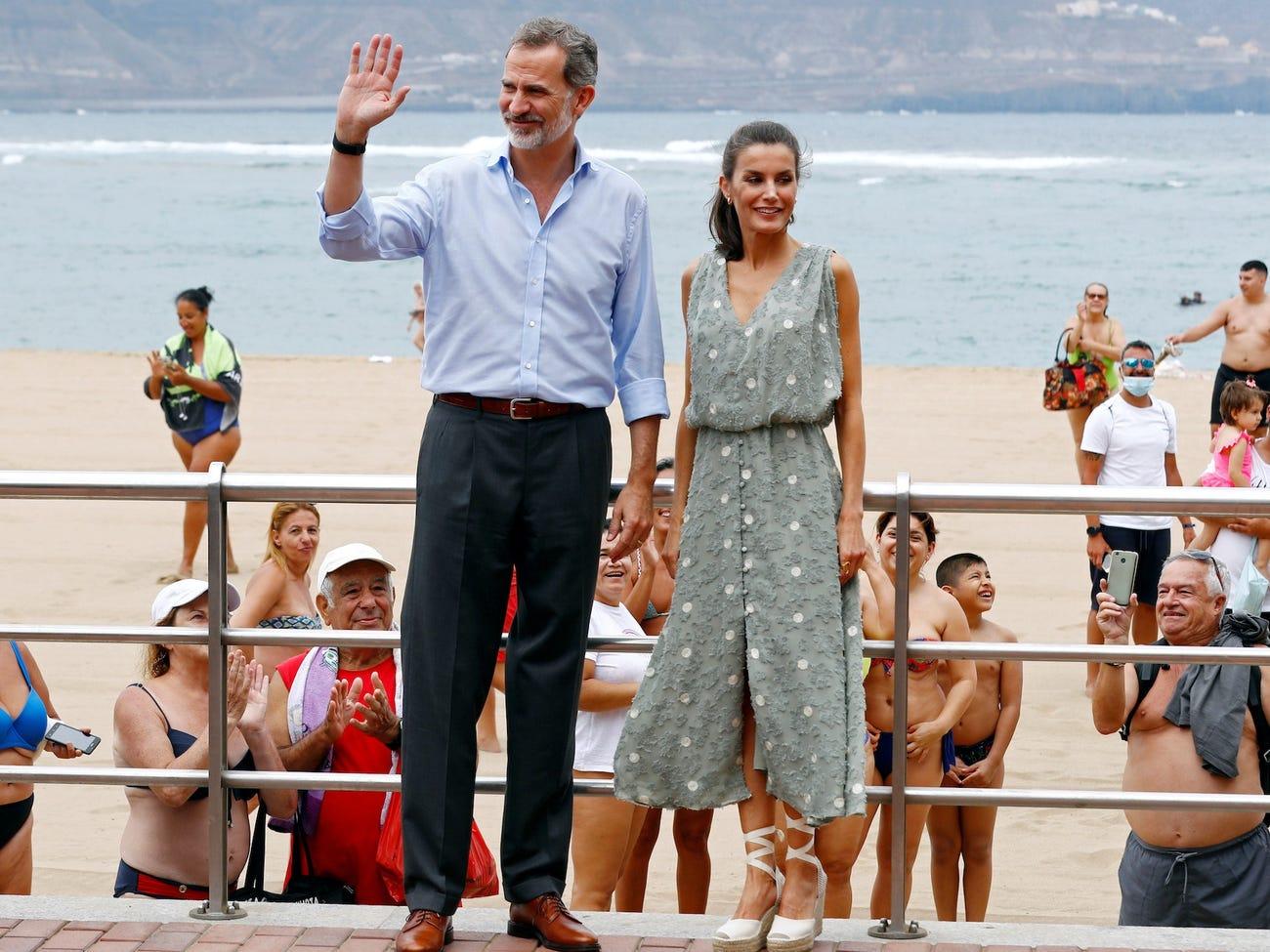 الملكة وزوجها بجزر الكنارى