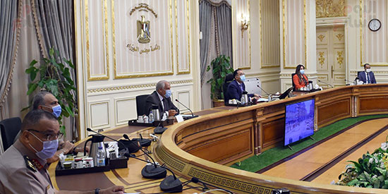 اجتماع رئيس الوزراء لمتابعة الموقف التنفيذي لعدد من المشروعات الجاري تنفيذها في محافظة الجيزة (2)