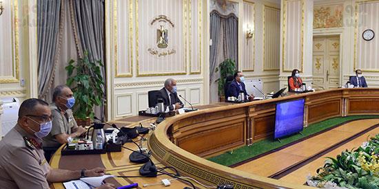 اجتماع رئيس الوزراء لمتابعة الموقف التنفيذي لعدد من المشروعات الجاري تنفيذها في محافظة الجيزة (3)