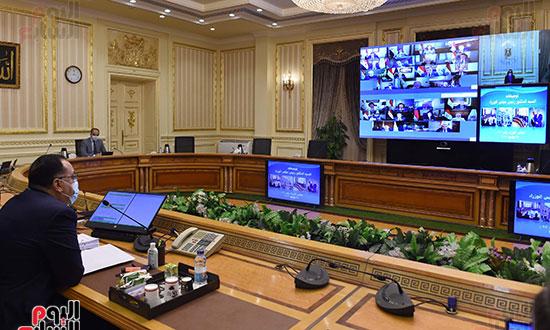 الاجتماع الاسبوعى للحكومه عبر الفيديو كونفرانس (10)