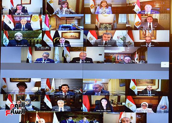 الاجتماع الاسبوعى للحكومه عبر الفيديو كونفرانس (1)