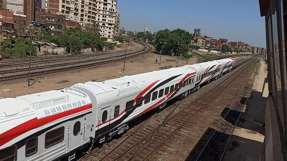 السكة الحديد تنقل أول دفعة عربات روسية جديدة لورش القاهرة استعدادا لتشغيلها  (1)