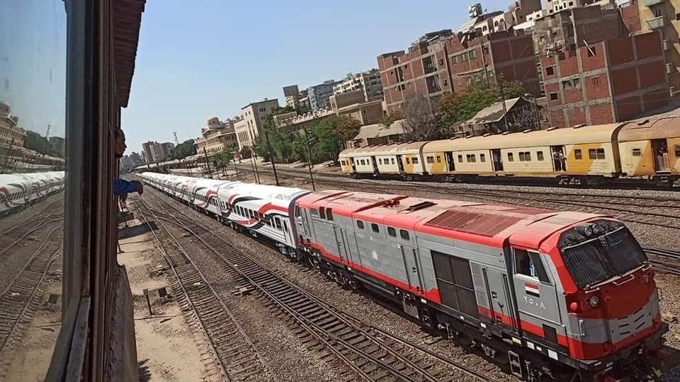 السكة الحديد تنقل أول دفعة عربات روسية جديدة لورش القاهرة استعدادا لتشغيلها  (3)