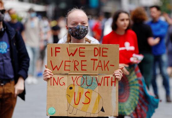لا فتات تطالب بحماية المناخ
