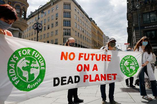 لا وظائف على كوكب ميت