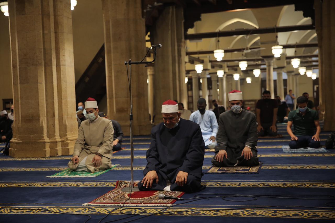 صلاة العشاء بمسجد الأزهر اليوم (22)