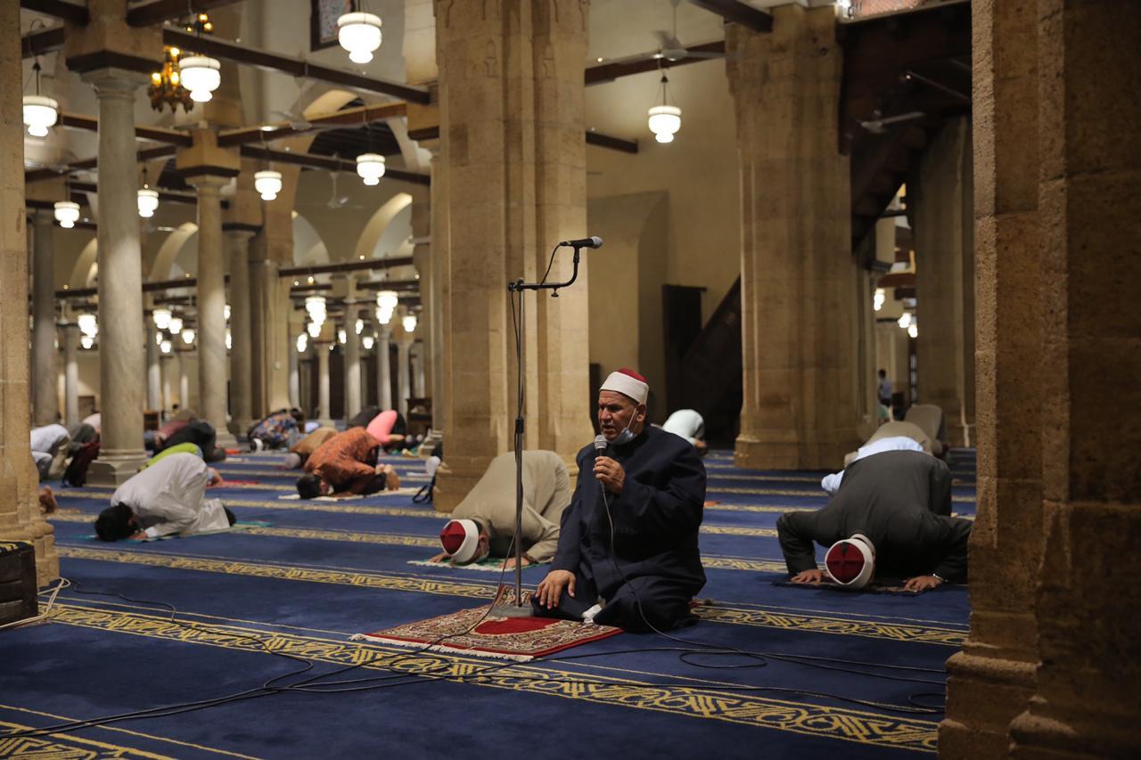 صلاة العشاء بمسجد الأزهر اليوم (29)