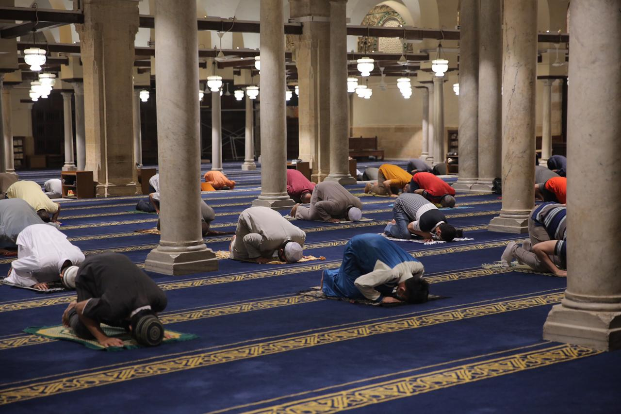 صلاة العشاء بمسجد الأزهر اليوم (26)