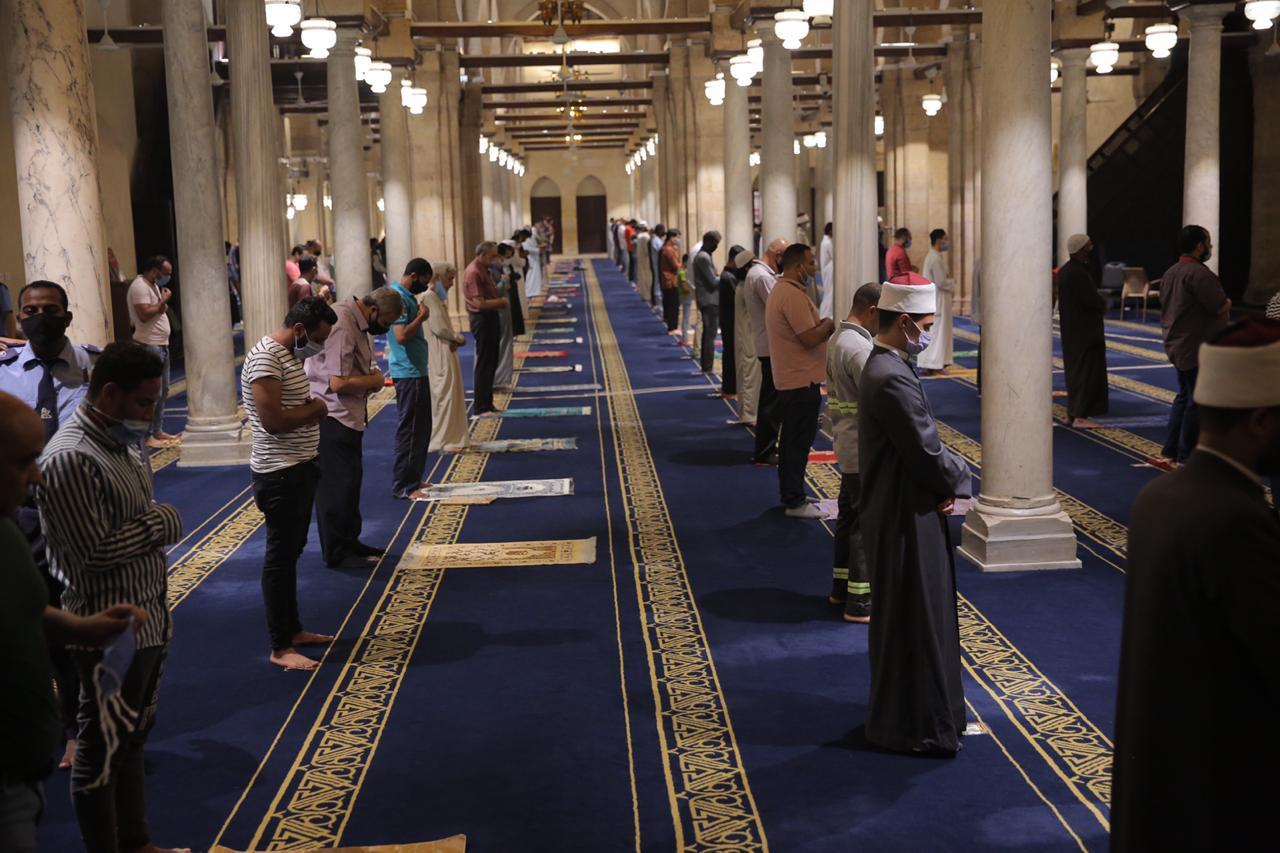 صلاة العشاء بمسجد الأزهر اليوم (7)