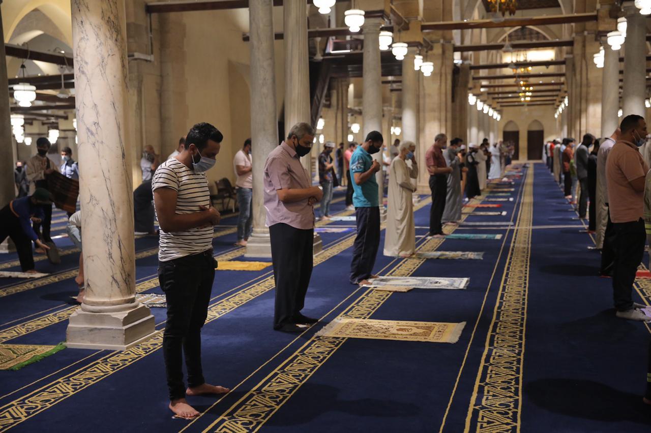صلاة العشاء بمسجد الأزهر اليوم (10)
