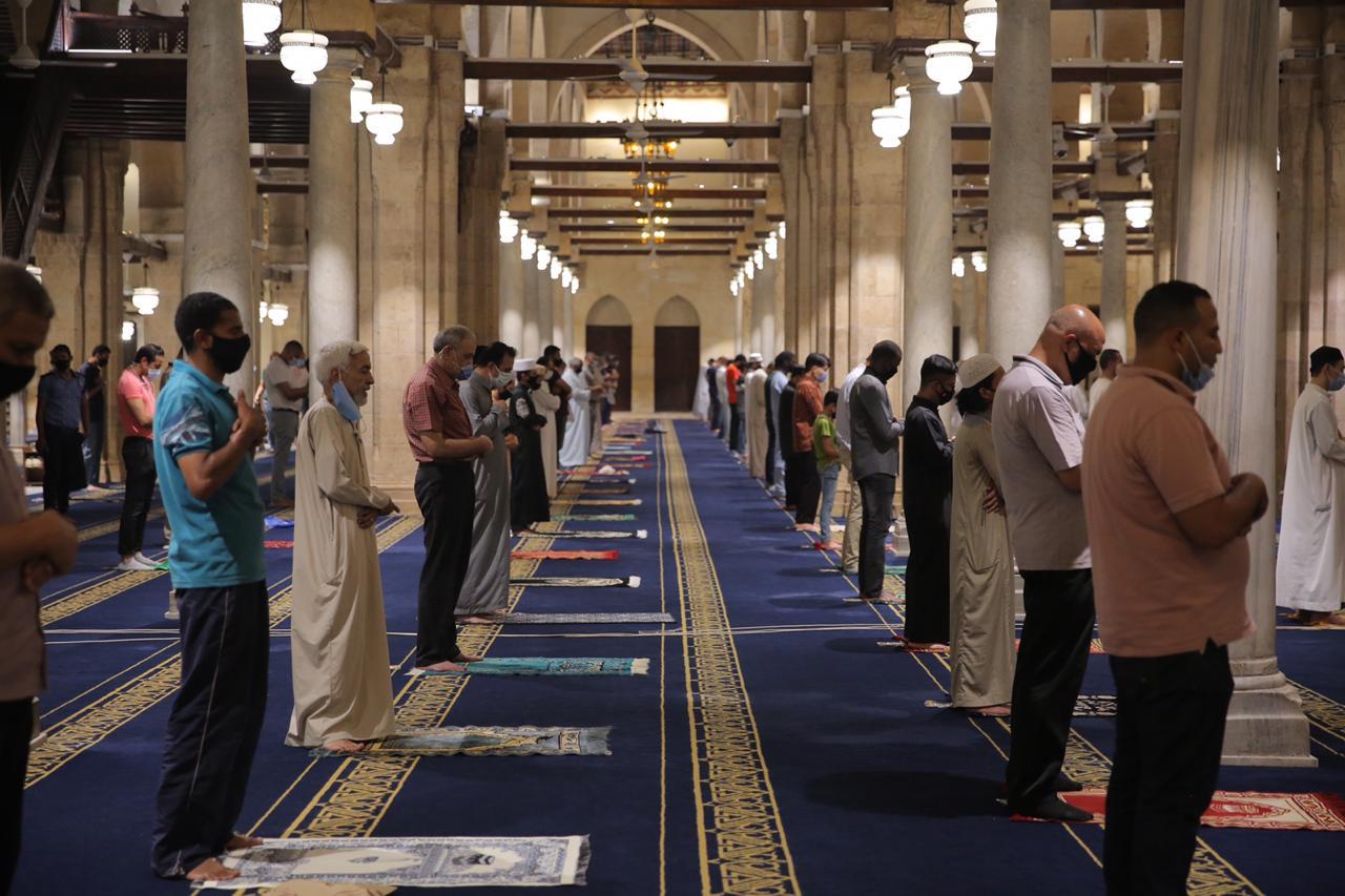 صلاة العشاء بمسجد الأزهر اليوم (11)
