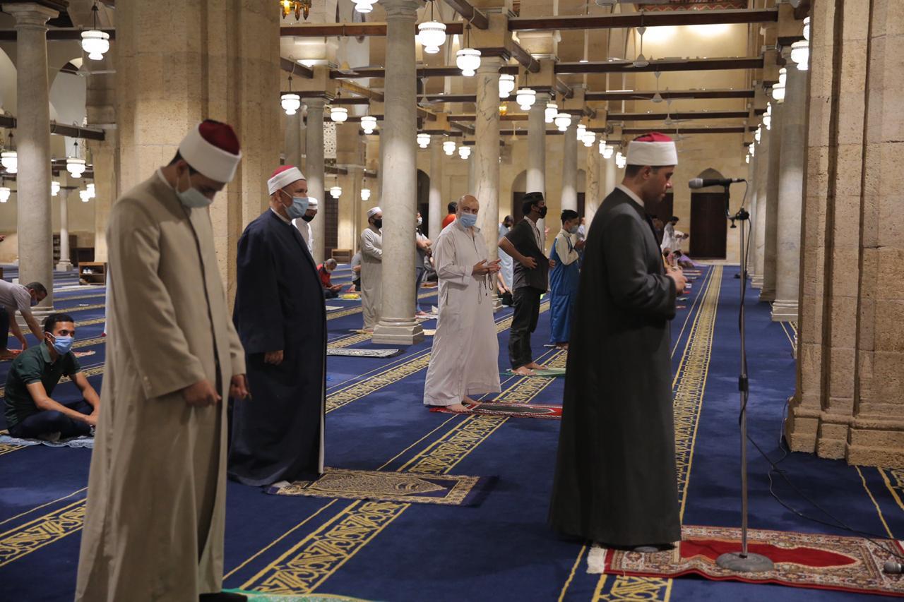 صلاة العشاء بمسجد الأزهر اليوم (8)