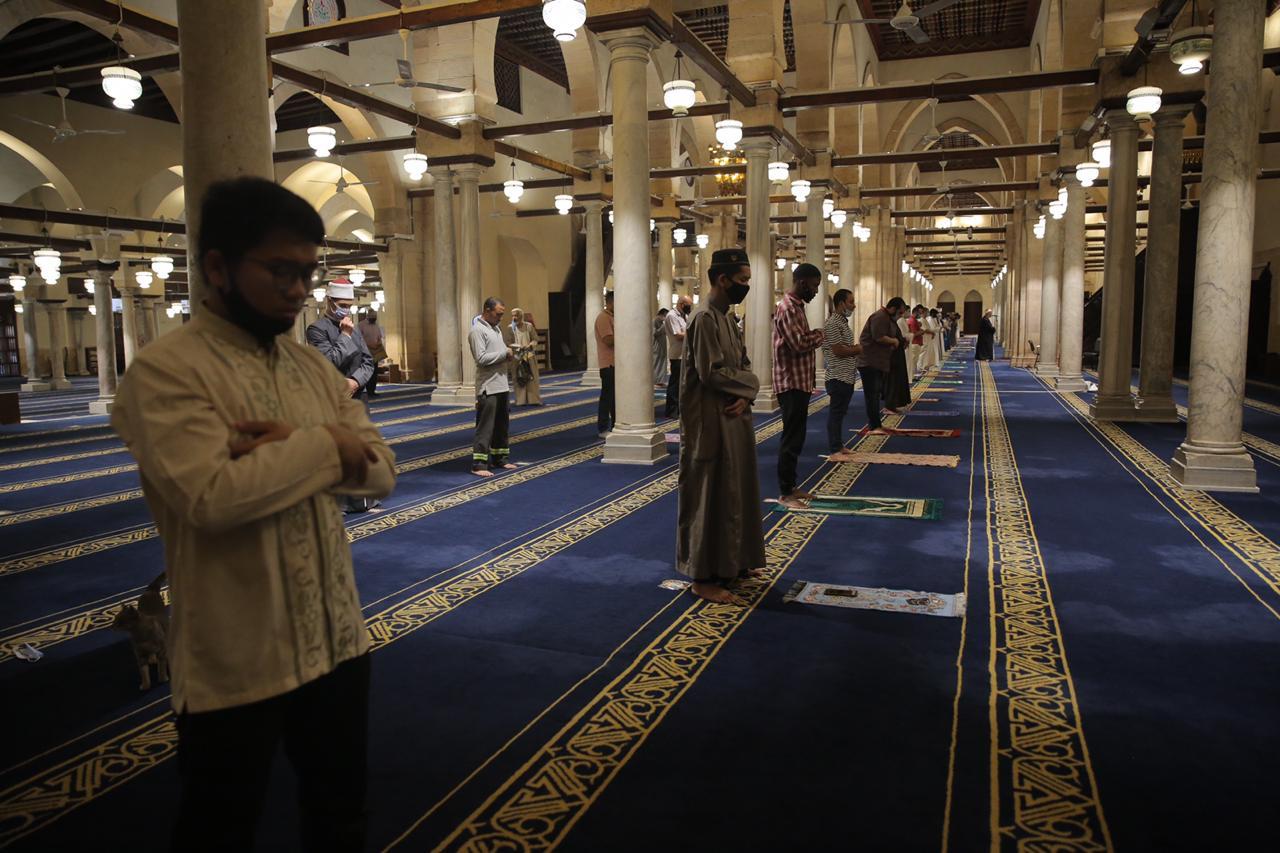 صلاة العشاء بمسجد الأزهر اليوم (6)