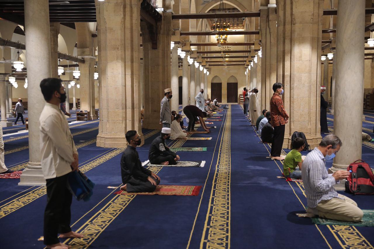 صلاة العشاء بمسجد الأزهر اليوم (5)