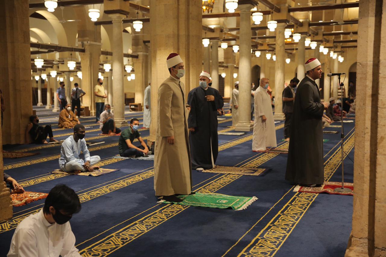صلاة العشاء بمسجد الأزهر اليوم (2)