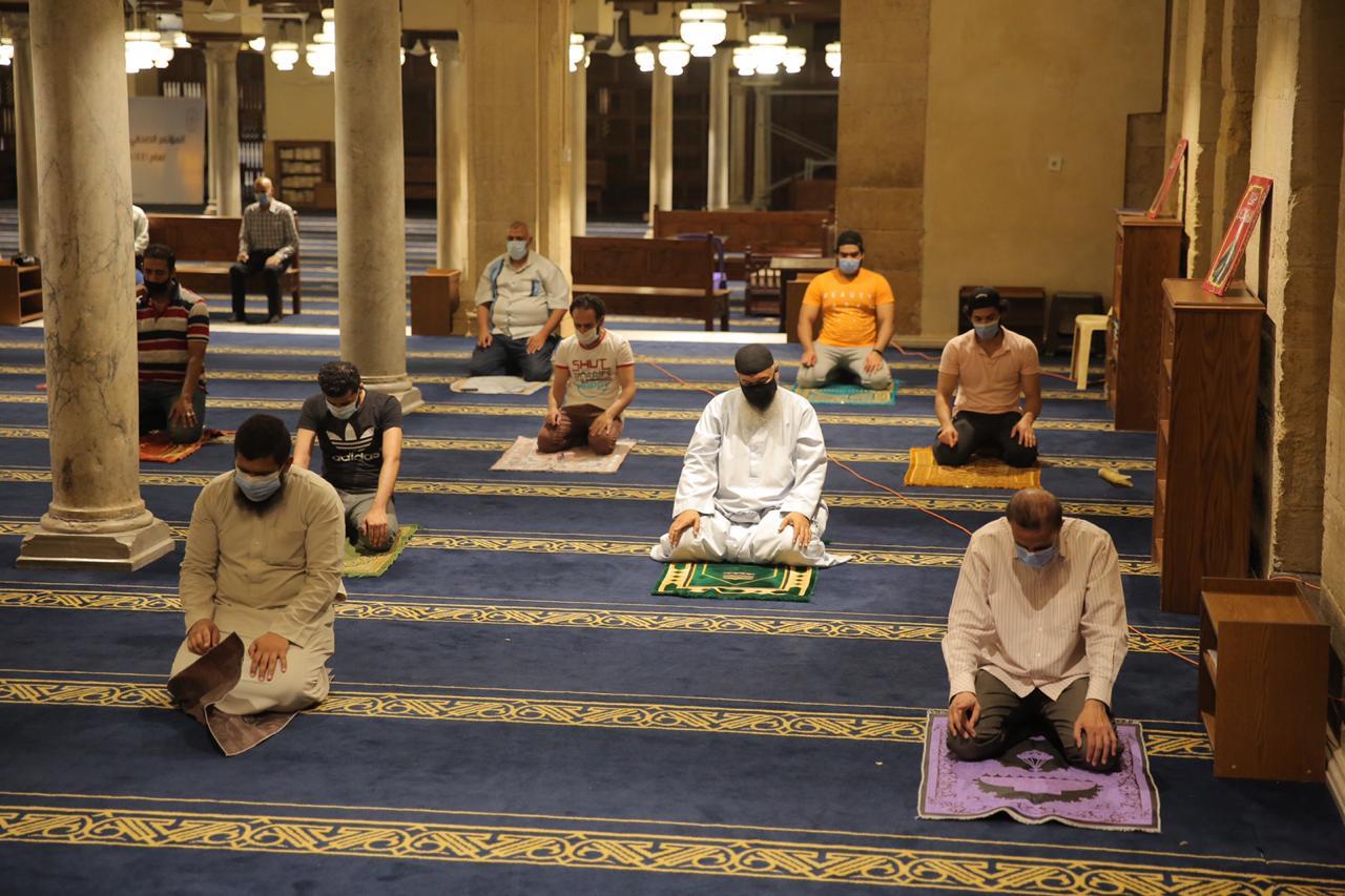 صلاة العشاء بمسجد الأزهر اليوم (25)