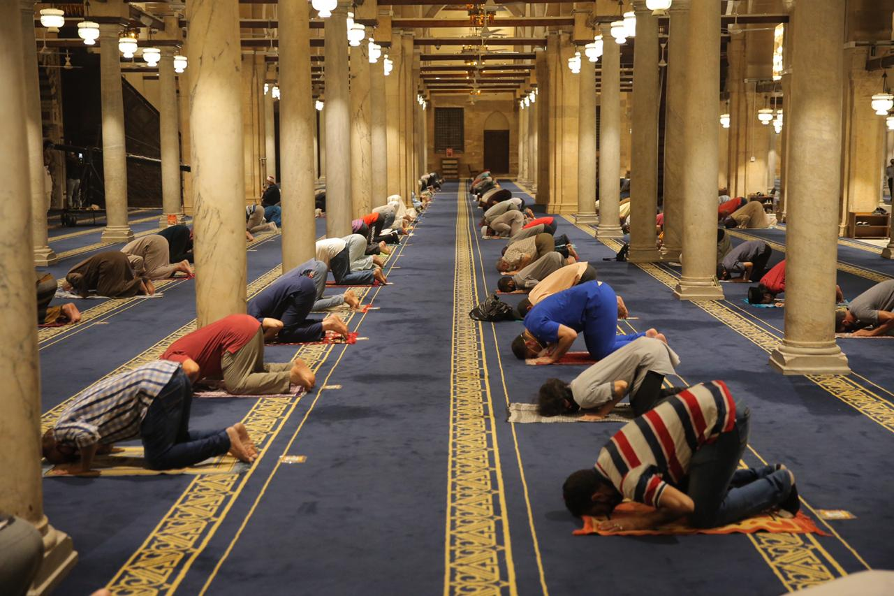 صلاة العشاء بمسجد الأزهر اليوم (18)