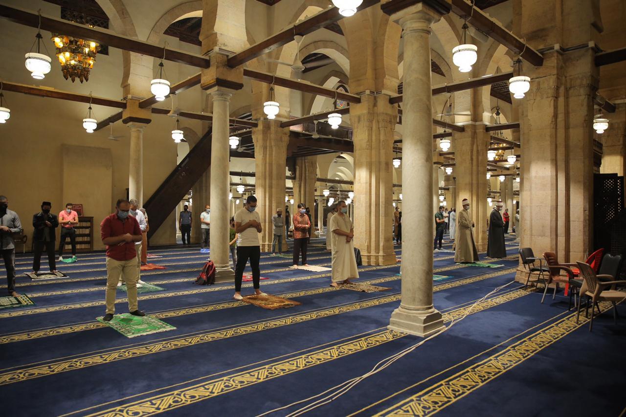 صلاة العشاء بمسجد الأزهر اليوم (14)